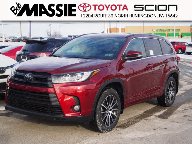 new 2017 toyota highlander se sport utility in north huntingdon 276758 bob massie toyota. Black Bedroom Furniture Sets. Home Design Ideas